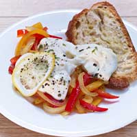 Oven-baked mozzarella with bell peppers,